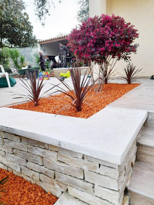 realisation jardiniere en brique concassee